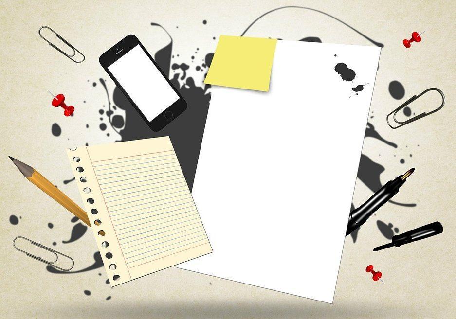 Image principale article - Pourquoi le courrier papier reste important à l'heure du tout digital- pêle mêle objets