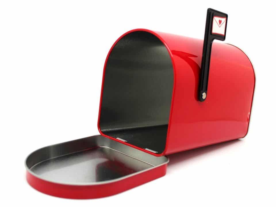 Comment ouvrir une boîte aux lettres avec un cintre ?